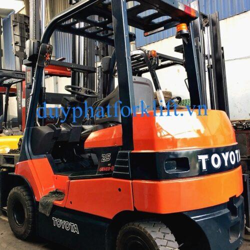 Xe nâng điện Toyota 2,5T - 3M ngồi lái
