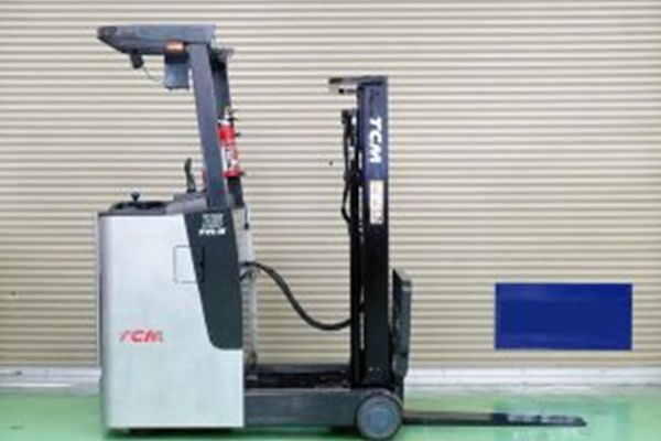 Xe nâng điện TCM FR15-7H với 4 bánh tạo sự cân bằng của xe