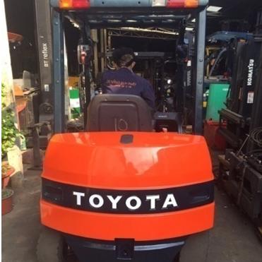 Xe nâng điện ngồi lái Toyota 7FB18