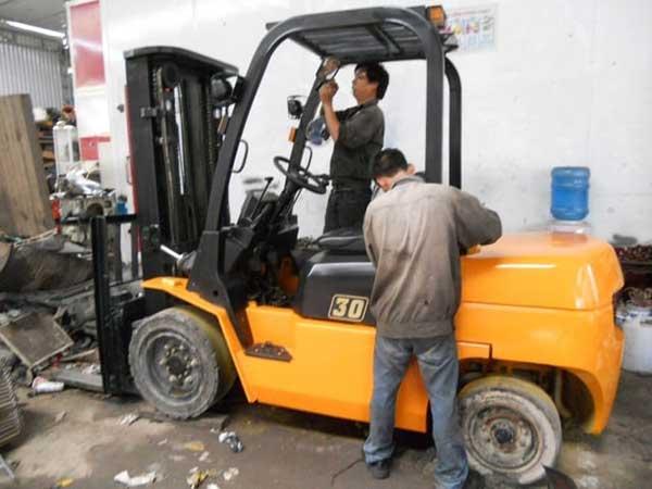 Dịch vụ sửa chữa xe nâng tại Đà Nẵng nhanh chóng