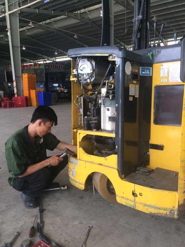 Sửa chữa xe nâng tại Công ty Duy Phát