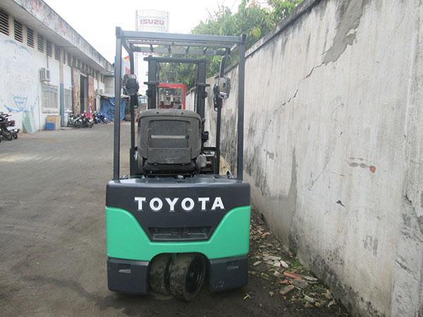 Xe nâng điện đứng lái Toyota
