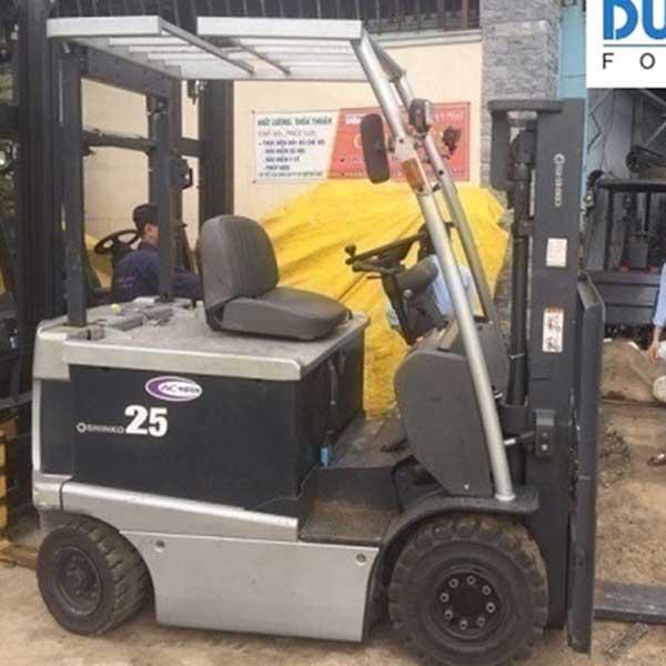 Xe Nâng Điện ngồi lái Shinko 2.5 tấn, nâng cao 3 mét