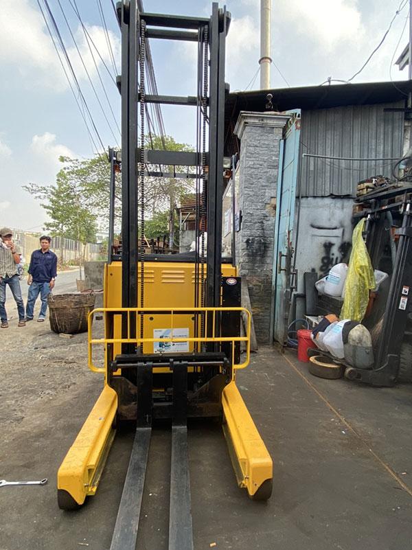 Xe nâng điện TCM 2.5 tấn, ngồi lái, nâng cao 3 mét